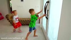 دیانا و روما - دیانا و روما با اسباب بازی های جدید بازی میکنند
