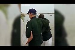 تصاویری از حضور سردار سلیمانی در سیل اخیر خوزستان و محبت مردم به ایشان