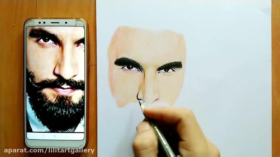 نقاشی چهره یک مرد با مداد رنگی