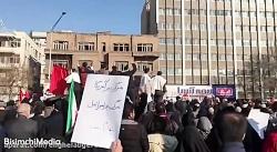 شعار «ای رهبر آزاده؛ انتقام انتقام» در خیابان انقلاب بعد از نماز