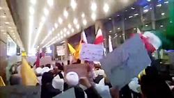 تجمع دانشجویان و طلاب کفن پوش در فرودگاه امام (ره)