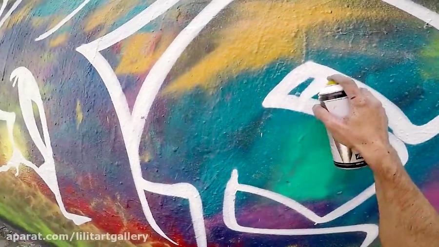 گرافیتی روی دیوار چندرنگ