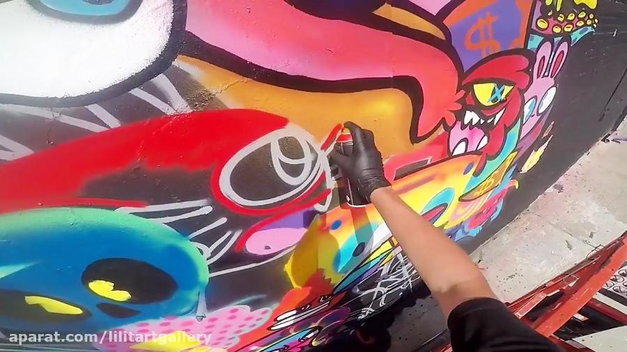 اجرای گرافیتی حرفهای در یک خیابان پر رفت و آمد