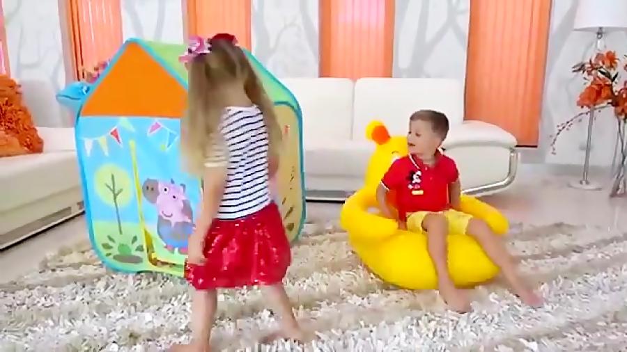دایانا و روما با چادر اسباب بازی Peppa Pig بازی می کنند
