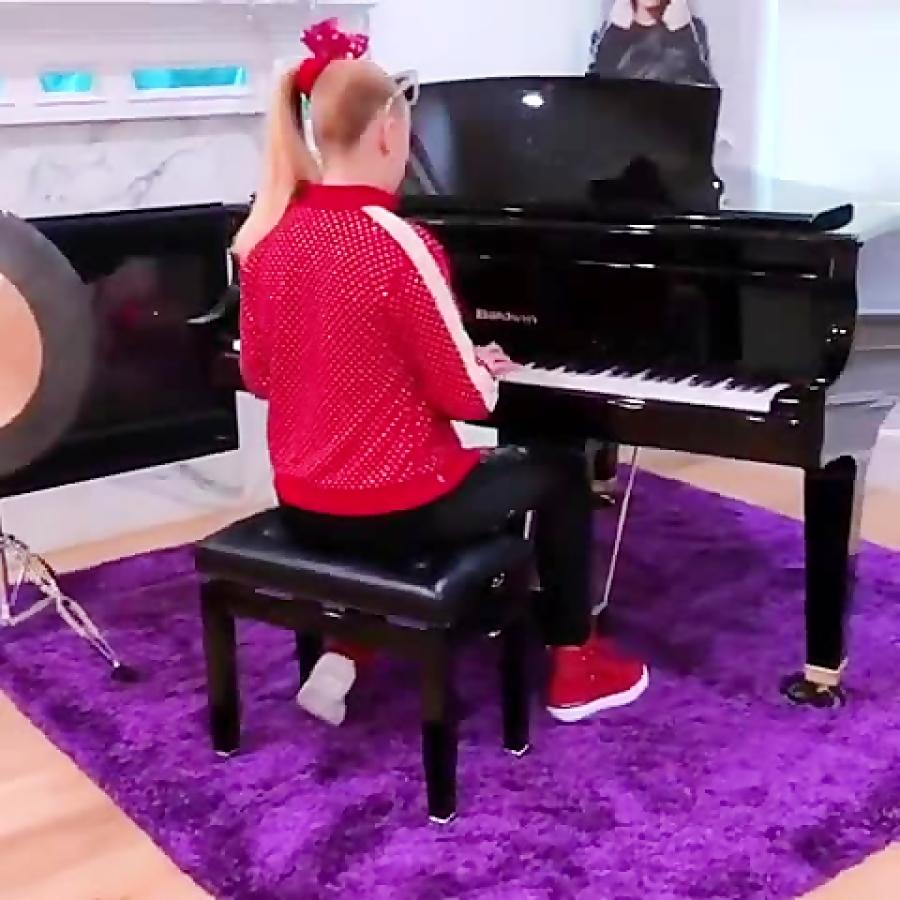پیانو زدن جوجو کیوت:D♥♥