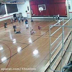 تصاویر دوربین مدار بسته از لحظه فرو ریختن دیوار سالن ورزشی در اثر طوفان