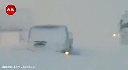 گرفتاری خودروها در برف 80 سانتی در جاده سراوان به فومن