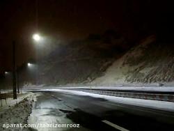 خیابان طبیعت و بارش برف