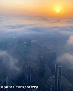 نمای غروب از بالای ابرها در برج خلیفه