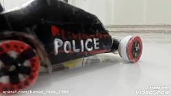 ماشین پلیس با یک تیزر ج...