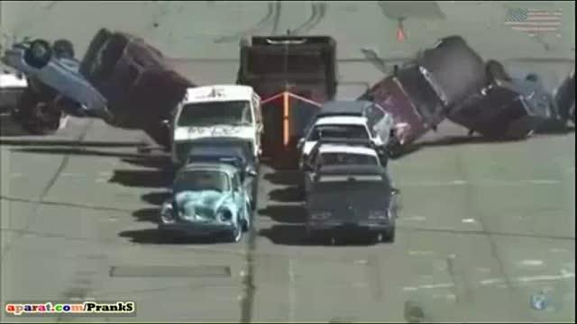 نابود کردن ماشین ها با کامیون ماک !
