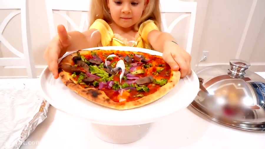 دیانا و روما پیتزا درست می کنند