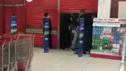حمله به فروشگاه ها و خا...