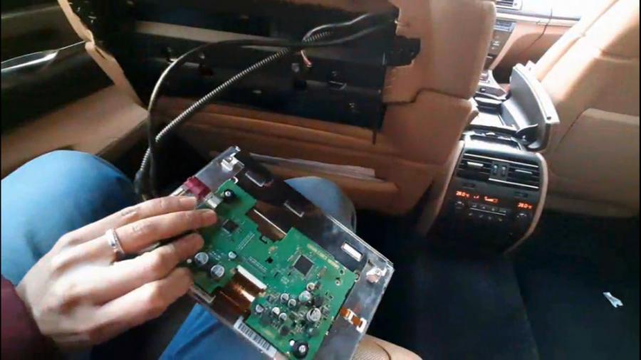 تعمیر سیستم مالتی مدیا و دوربین ۳۶۰ بی ام و ۷۵۰