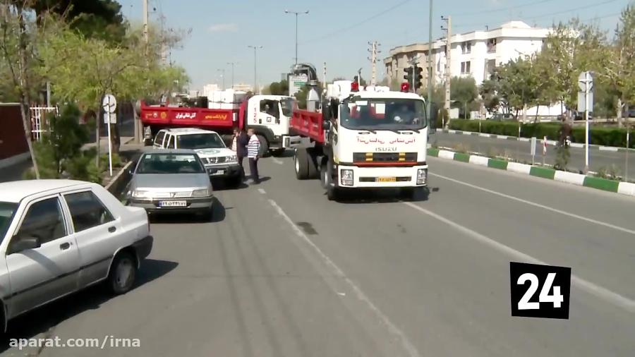 ضدعفونی معابر مناطق ۱۴و ۱۵ تهران توسط آتش نشانی