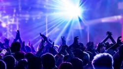 اینستامتازون18 - آیا ابی مجوز کنسرت در ایران میگیرد؟