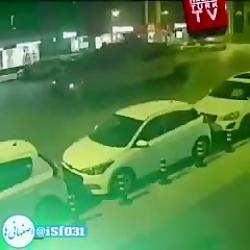 یکی از معترض های ترکیه تو کودتا زیر دو تانک رفت و سالم ماند!