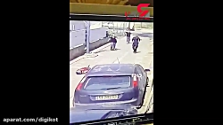فیلم لحظه وحشتناک شلیک 7 گلوله پلیس به پسر جوان روانی