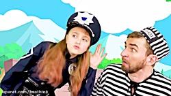 ماجراهای ساشا ، ساشا در نقش پلیس بازی میکند