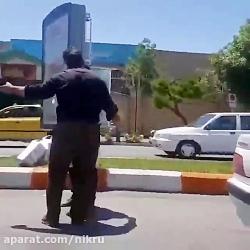 کتک زدن دستفروش توسط ماموران احتمالا شهرداری