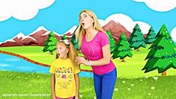 ماجراهای ساشا ، ساشا با یک عروسک بزرگ کودک بازی می کند