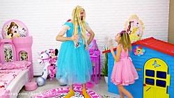 ساشا با جعبه های عروسک بابا و شاهزاده خانم بازی می کند :: ساشا و مکس  جدید