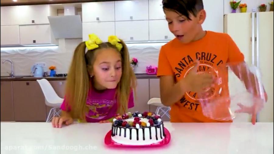 ساشا در حال تهیه یک کیک تولد و سورپرایز برای پدر  :: ماجراهای ساشا و مکس  جدید