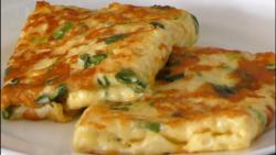 صبحانه عالی با تخم مرغ و پیازچه  |  رولت تخم مرغ و پیازچه