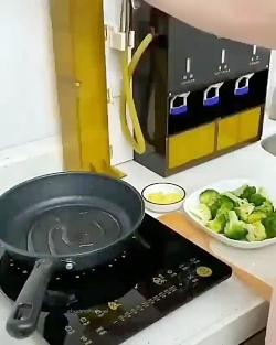 اشپز خانه ای مجهز به فن...