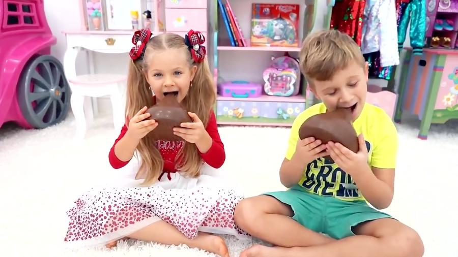 دیانا و روما با اسلایم بازی می کنند