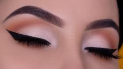 آرایش چشم عروس خط چشم بال دار سیاه و سایه سفید متم...