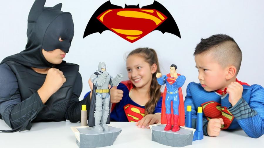 تصویر از اسباب بازیهای بتمن و سوپرمن