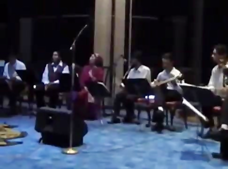 کنسرت گروه هوربانگ-بخش2-سرپرست گروه وتار: نیما فریدونی-تالاردیپلماتیک-خرداد1383