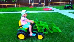 ماجراهای سنیا : رانندگی با اسباب بازی تراکتور