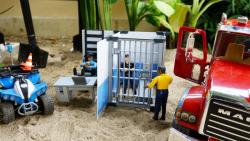 اسباب بازی کودکانه/ماشین بازی/ایستگاه پلیس/کامیون/ماشین پلیس/موتور پلیسی