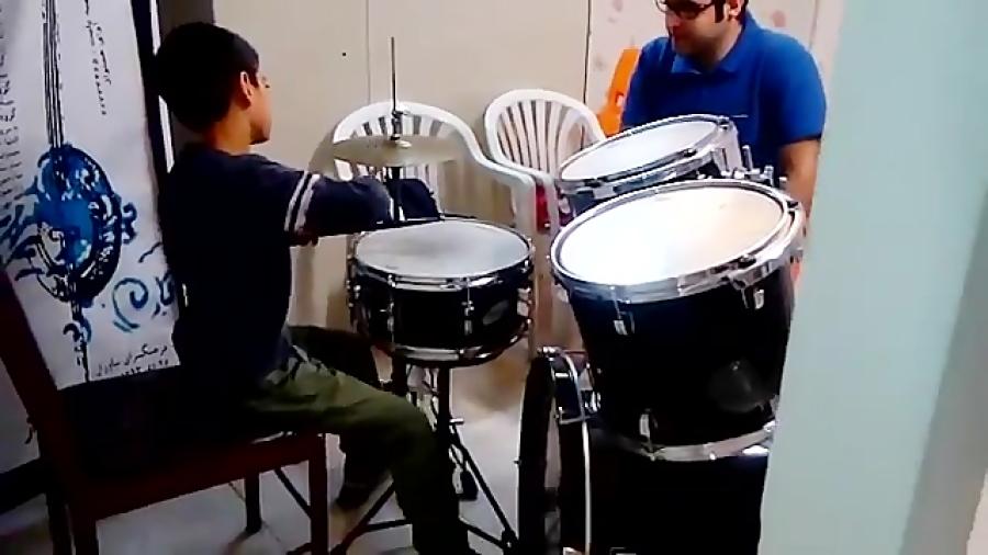 آروین عاشوری هنرجوی درامز دوره ابتدایی محمدرضا قراگوزلو