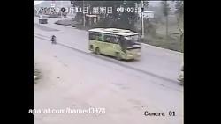 تصادف وحشتناک کامیون و موتور