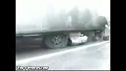 تصادف شدید و نجات عجیب و معجزه آسای راننده