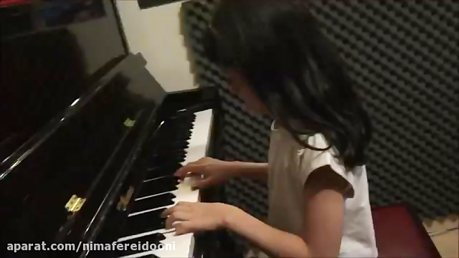روژان غیاثی فورالیز هنرجوی ابتدایی پیانو امیر صنیعی