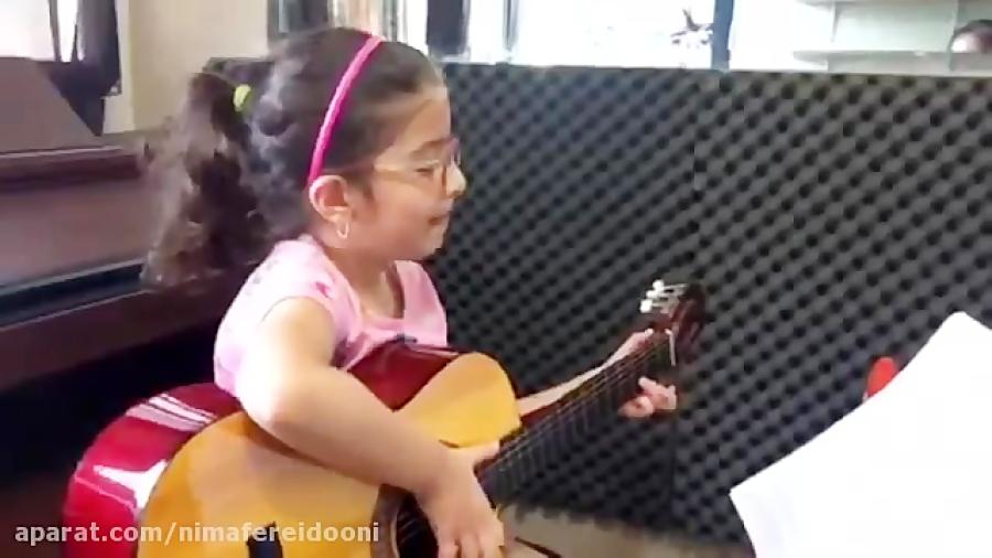 افرا شکراللهنژاد هنرجوی ابتدایی گیتار سایه میرزاخانی