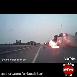 تصادف و آتش سوزی مرگبار با گاردریل جاده