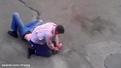 دعوا و درگیری شدید و ترسناک اراذل و اوباش در خیابان