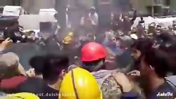 حمله کارگران خشمگین مع...