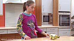 کودکی با دست مصنوعی