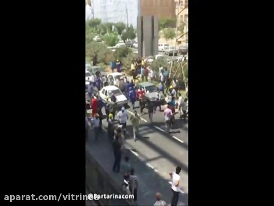 فیلم / نزاع و درگیری شدید ماموران شهرداری منطقه ٢ تهران