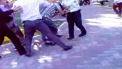 دستگیری اراذل و اوباش و كتك خوردن آنان-تبریز