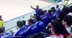 تشویق تیم ملى فوتسال زنان توسط بازیكنان تیم مردان ایران