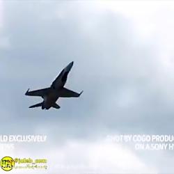 لحظه دیدنی بیرون پریدن خلبان از جت جنگی قبل از انفجار