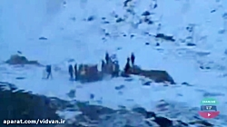 لحظه پیدا شدن کوهنوردان گرفتار بهمن در اشترانکوه و پیدا شدن جسد کوهنوردان