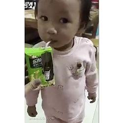 ترفند جالب گول زدن کودکان برای خوردن دارو
